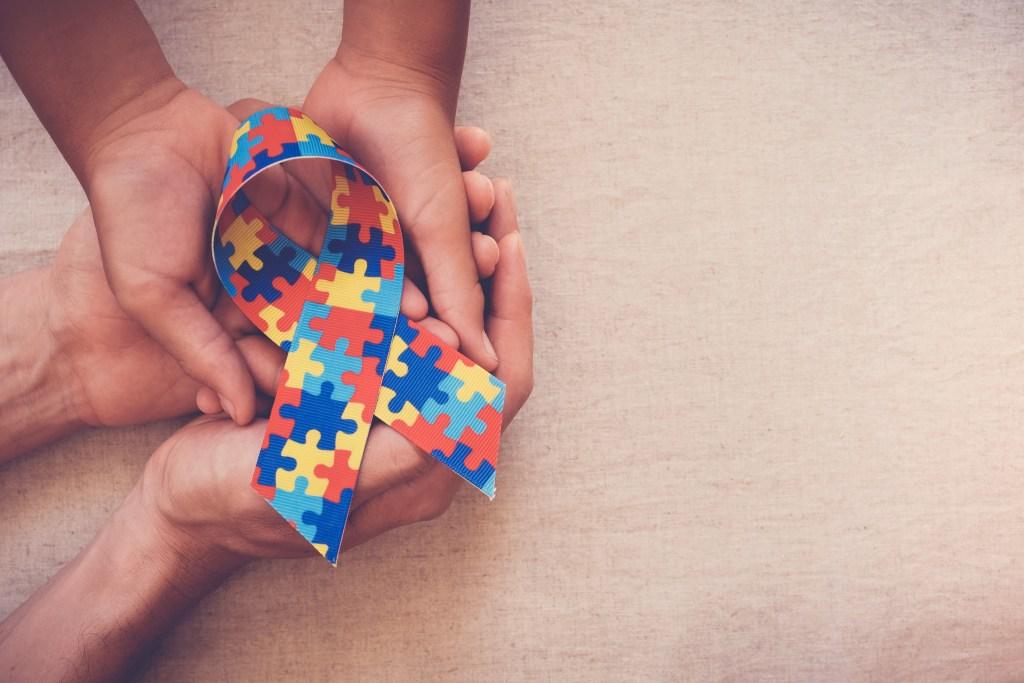 Autismo: causas, sintomas e tratamento