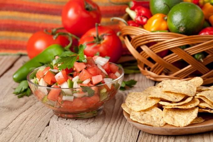nachos and tomato salsa