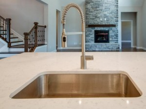 Stainless steel kitchen sink with spray faucet