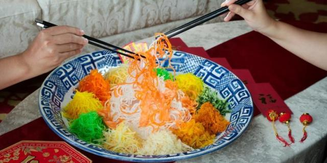 Makanan Khas Imlek Yu Sheng via darwinchai.com
