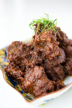 Rendang kuliner khas ranah minang via pinterest.com