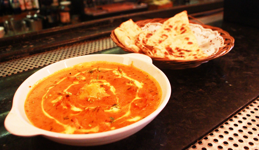 Butter Chicken Curry and Cheese Naan D'Bollywood Bar & Restaurant Makanan Masakan India Jakarta Duniamasak