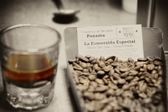 trik meminum kopi via bigshocking.com