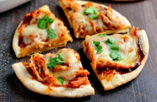 Pita bread pizza via pumpkinnspice.com ala tim duniamasak.com