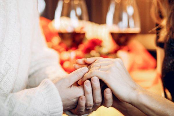 Rayakan Ulang Tahun Pernikahan via freepik ala tim duniamasak.com