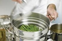 Mengukus Menggunakan Panci Steamer via dok foodnetwork.com