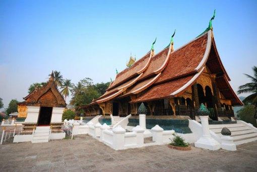 Wat Xieng Thong via freepik ala tim duniamasak.com