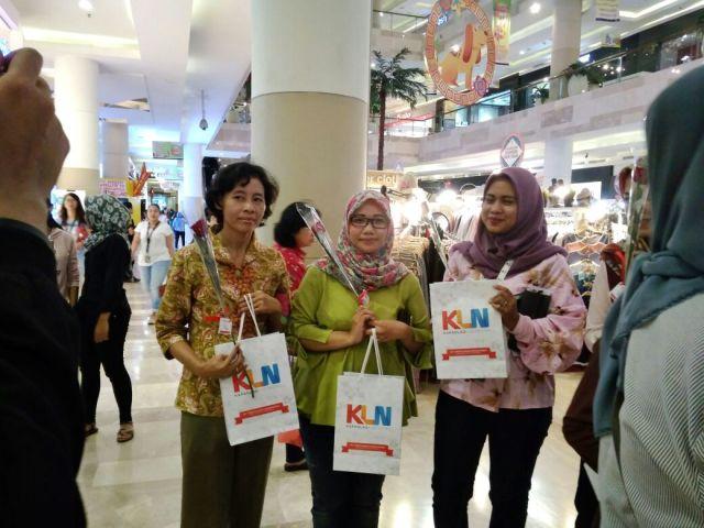 Pengunjung yang mendapatkan goodiebag via dok DuniaMasak.com