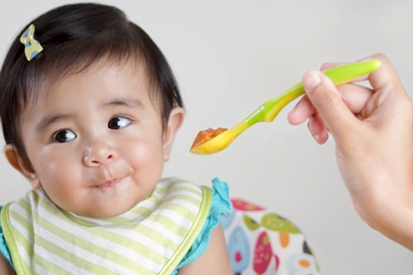 https://hellosehat.com/parenting/nutrisi-anak/makanan-pertama-yang-sebaiknya-diberikan-pada-bayi-usia-6-bulan/