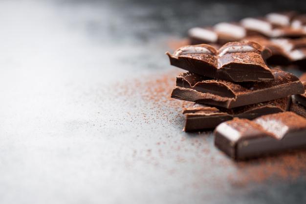 Beda Cokelat Siap Makan dengan Cokelat Masak via freepik ala tim Duniamasak