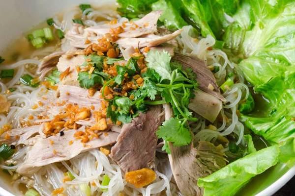 Kuliner khas Medan bihun bebek via kalimantanmas.com ala tim duniamasak.com