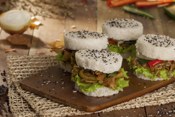 resep burger nasi ala duniamasak via royco.co.id
