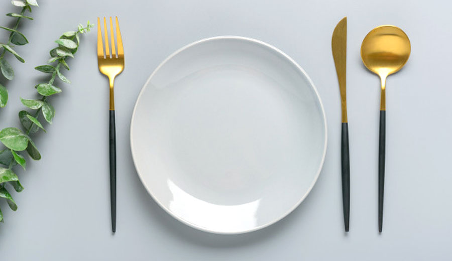 Memilih Cutlery Set via freepik ala tim duniamasak.com