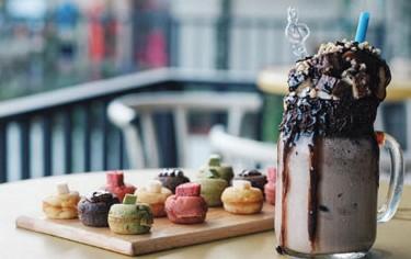Cafe dessert bali Lesica via thebalidestiny.com ala duniamasak