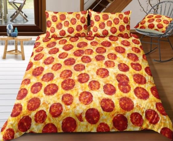 Ide hadiah unik makanan Sprei pizza via amazon.com ala duniamasak