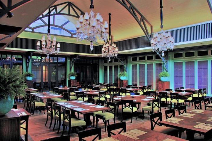 Glass House at Suasana Restoran via mahligai-indonesia.com