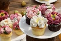 Kue manis dan cantik untuk acara bridal shower via unsplash ala duniamasak
