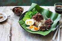 makanan enak khas malaysia nasi lemak via sbs.com.au ala tim duniamasak