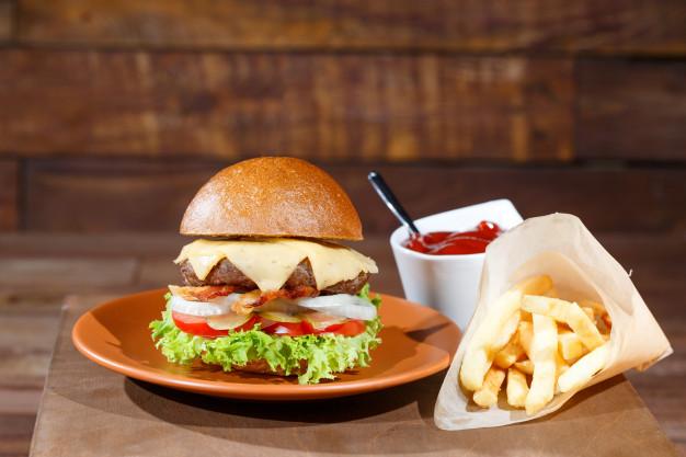 Makanan kartun Spongebob burger patty via freepik ala duniamasak