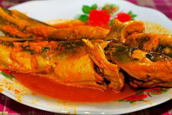 Makanan khas Riau ikan baung asam pedas via okezone ala tim duniamasak.com