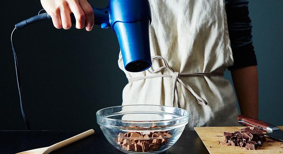 Tips melelehkan coklat via food52.com
