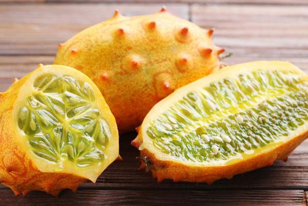 Buah melon kiwano via healthline.com ala tim duniamasak