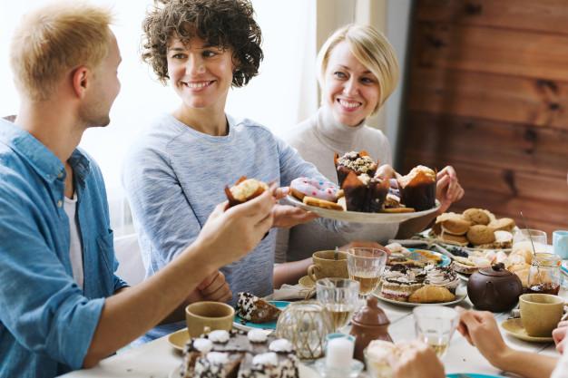 Hindari makan berlebihan via freepik ala duniamasak
