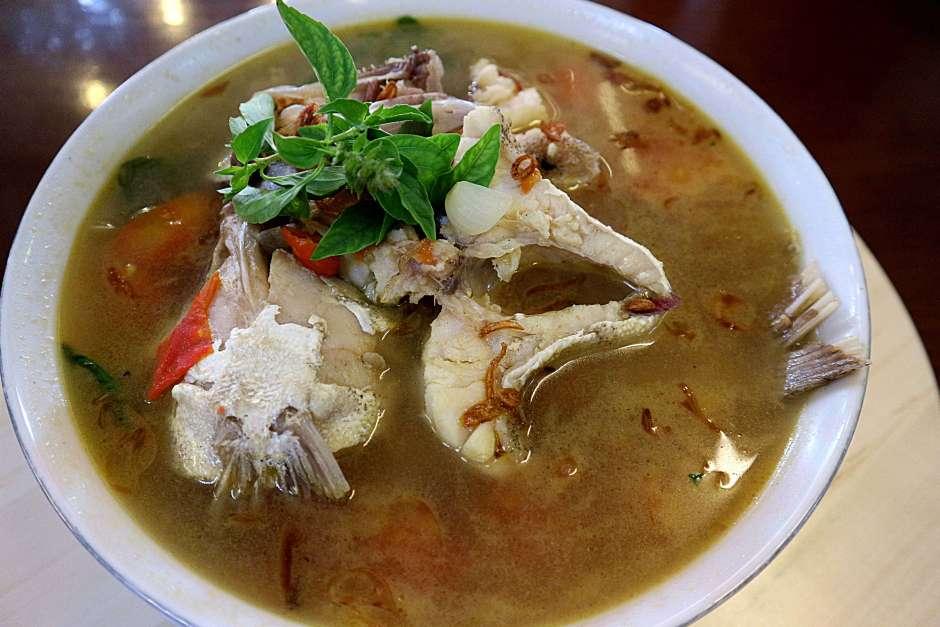 Sop Ikan Daeng Naba via dok. Duniamasak.com