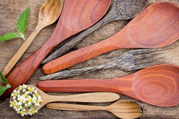 Peralatan Masak Kayu via Aphiwat chuangchoem
