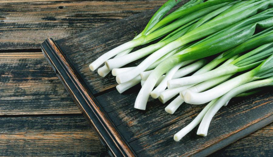 Perbedaan daun bawang untuk masakan bahan dapur via freepik ala duniamasak
