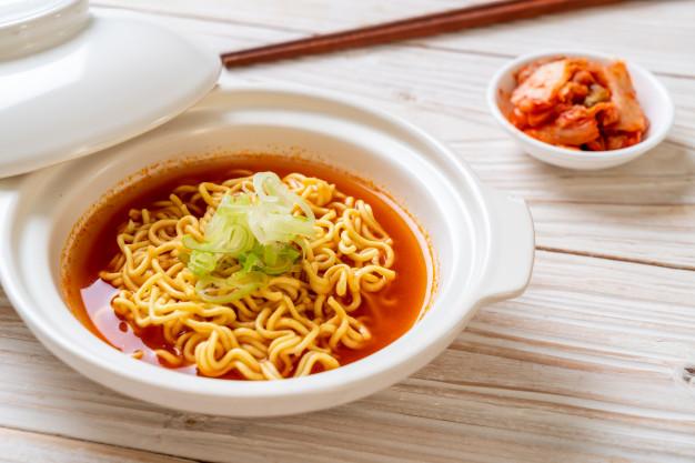 Perbedaan Mie Instan Indonesia, Jepang dan Korea via freepik ala tim duniamasak