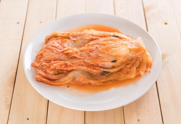 Kimchi manfaat perbedaan via freepik ala duniamasak