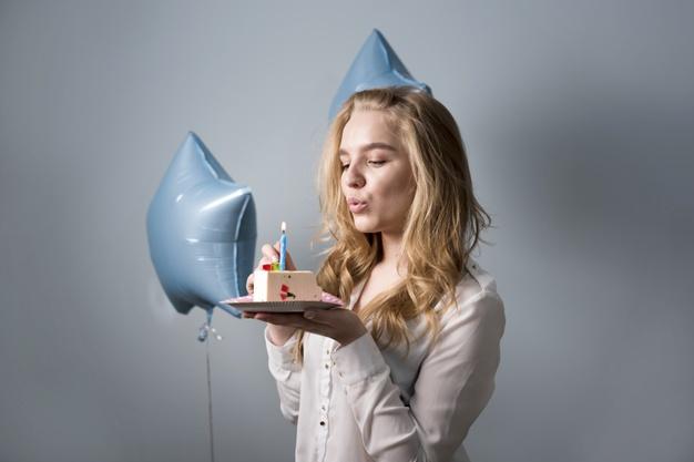 Sejarah kue ulang tahun dan peniupan lilin via freepik ala duniamasak