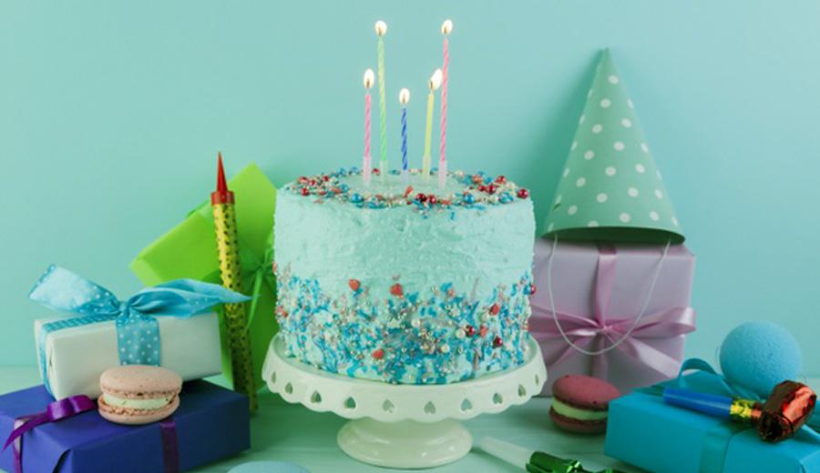 Sejarah kue ulang tahun dan tiup lilin via freepik ala duniamasak