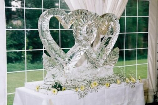 Seni memahat es atau ice carving via iceprofl.com ala duniamasak