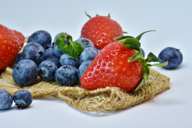 Buah Berry Memutihkan Wajah via pixabay.com