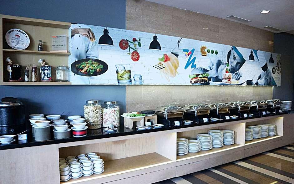 Terraza Lounge, THE 1O1 Jakarta Sedayu Darmawangsa via dok. Duniamasak.com