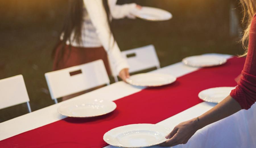 Tips menata meja makan di acara natal tahun baru hari ibu via freepik ala duniamasak