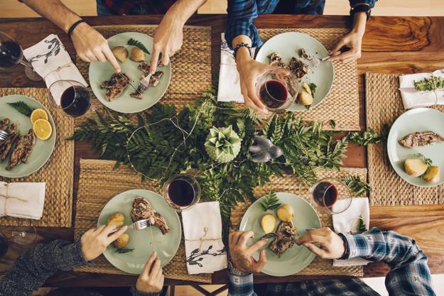 Tips menata meja makan tema via freepik ala duniamasak