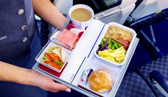 Tips Menyantap Makanan di Pesawat via healthline.com ala tim duniamasak