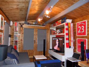 World Cap Log Cabin Dunster House