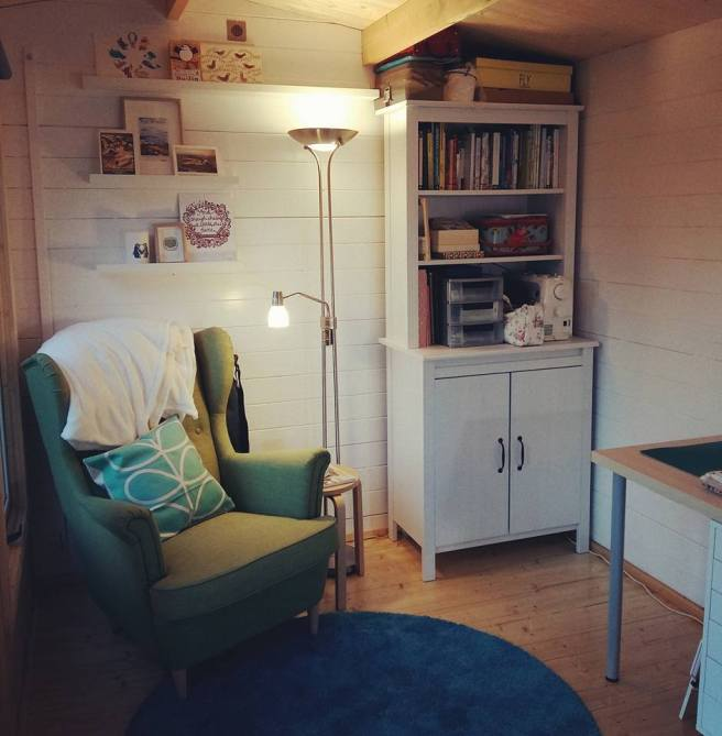 Customer Reviews: Lantera Log Cabin from Dunster House with furniture and decoration