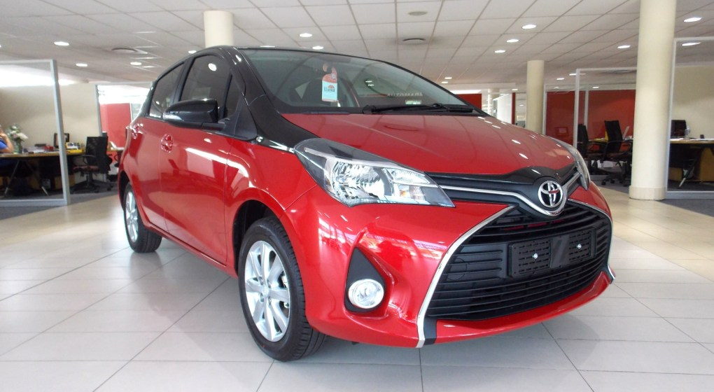 Toyota Yaris 2016 Bi-Tone Red