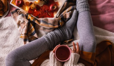how to make your apartment cozy for the fall