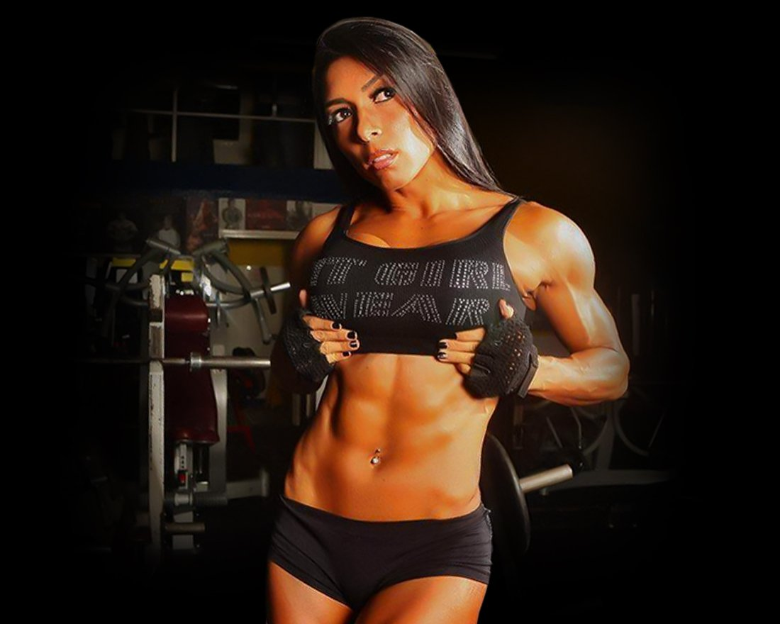 In this picture you can see Gal Yates and her body after using the DY Nutrition product - Black Bombs
