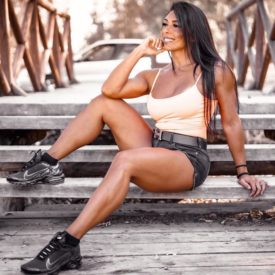 Gal Yates it's a former IFBB Pro bikini Fitness. Now she is retired and is living a healthy lifestyle