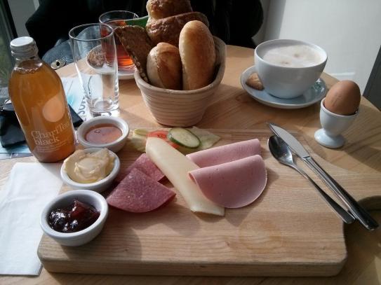 E-Mobil Frühstück bei Bäcker Schüren