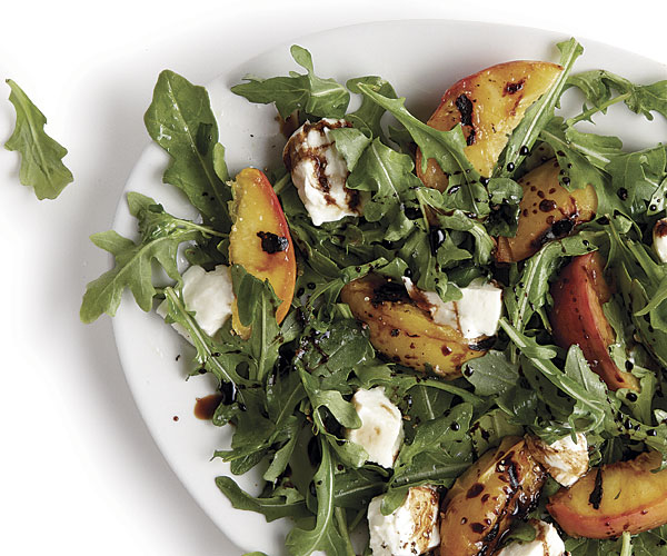 051106019 01 grilled peach mozzarella salad main - Meatless Monday - Grilling Options