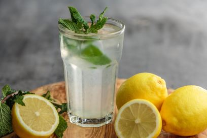glass with water, mint and lemon