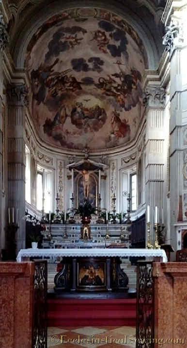 Duomo Mantova Altar 1